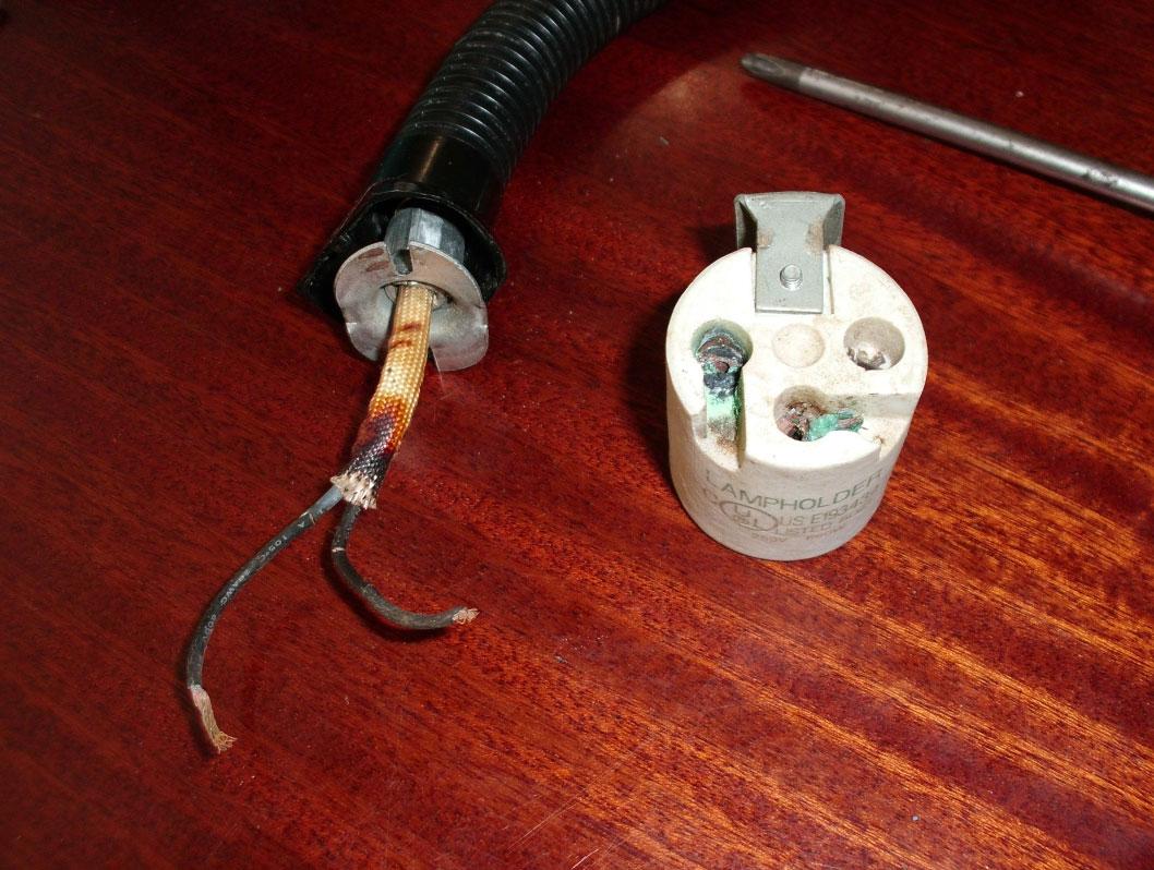 провода обгорели у патрона