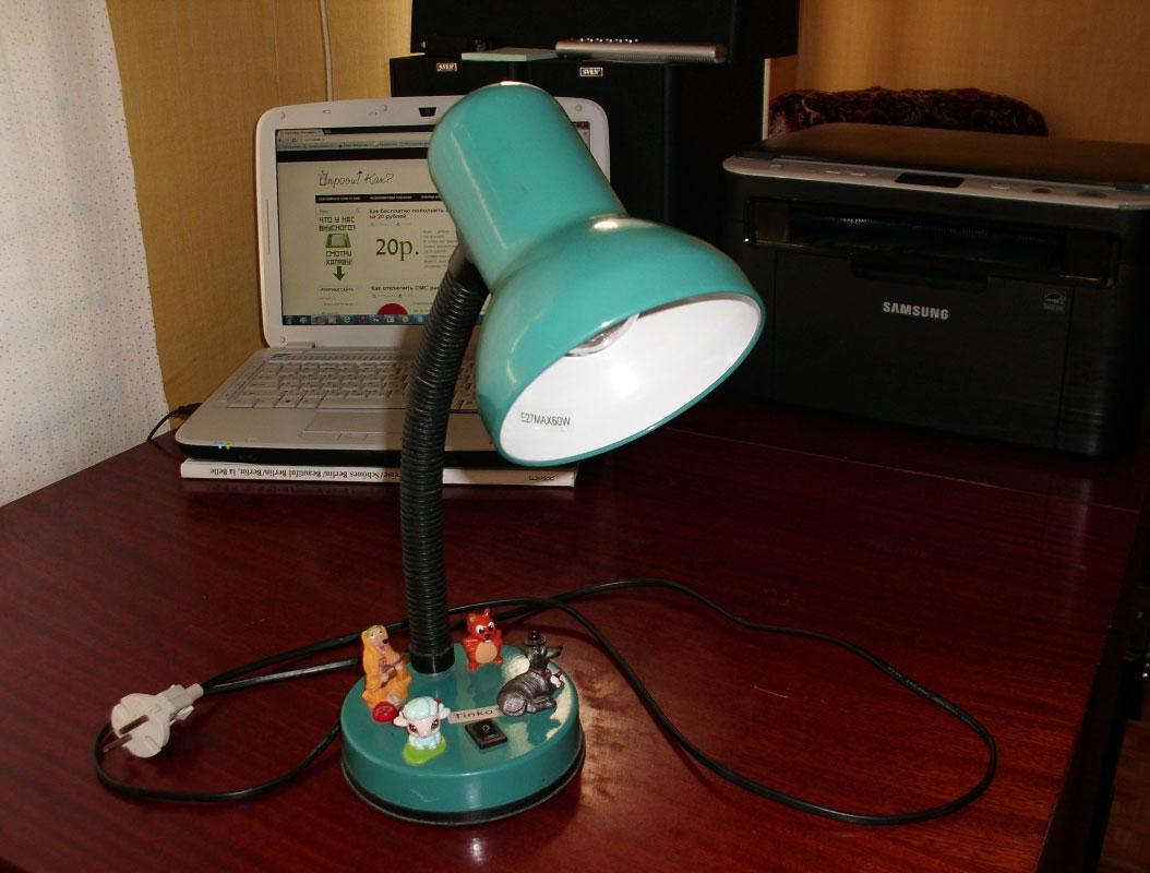 зелёная настольная лампа